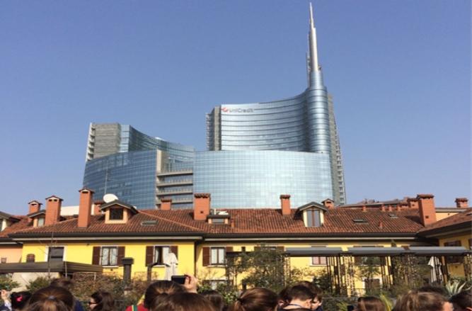 Milano verticale e riflettente